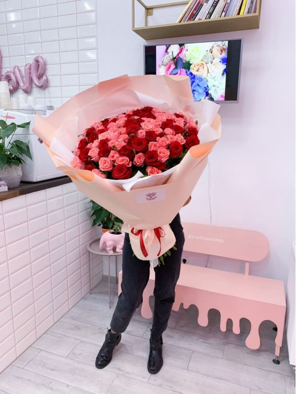 101 pink and red roses | Giant bouquets by Kiwi Flower Shop