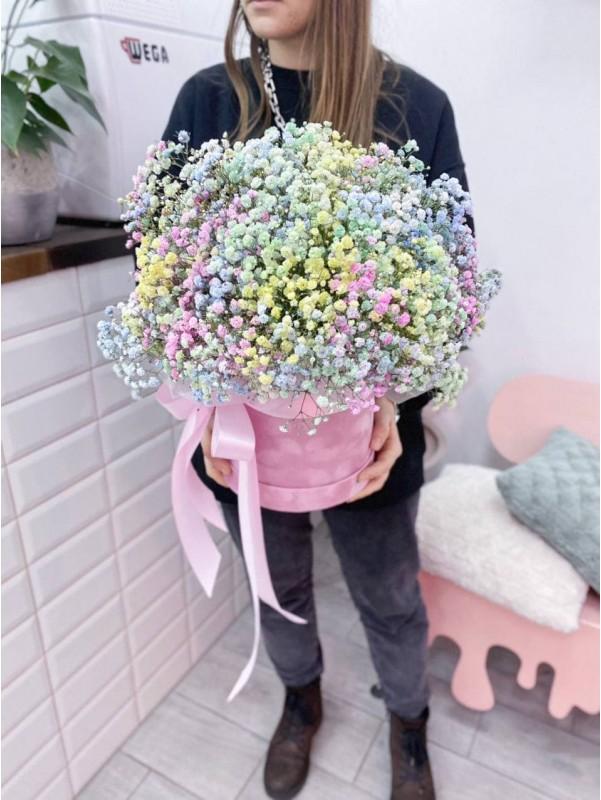 Райдужна гіпсофіла в оксамитовій коробці 'Bright mood'. від Kiwi Flower Shop