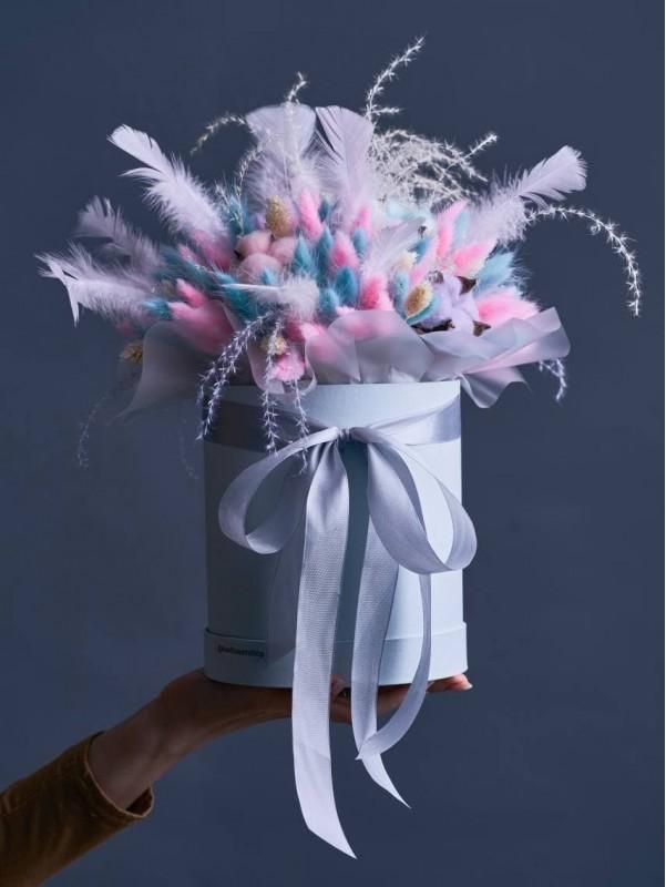 Композиція з сухоцвітів в коробці 'Pink and lilac'. від Kiwi Flower Shop