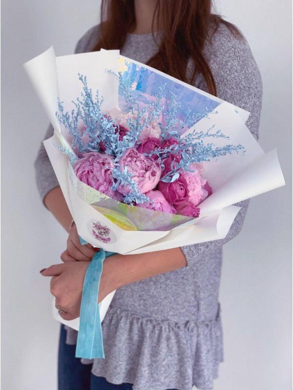Яскравий букет з півоній і троянд 'Піоновий настрій' від Kiwi Flower Shop