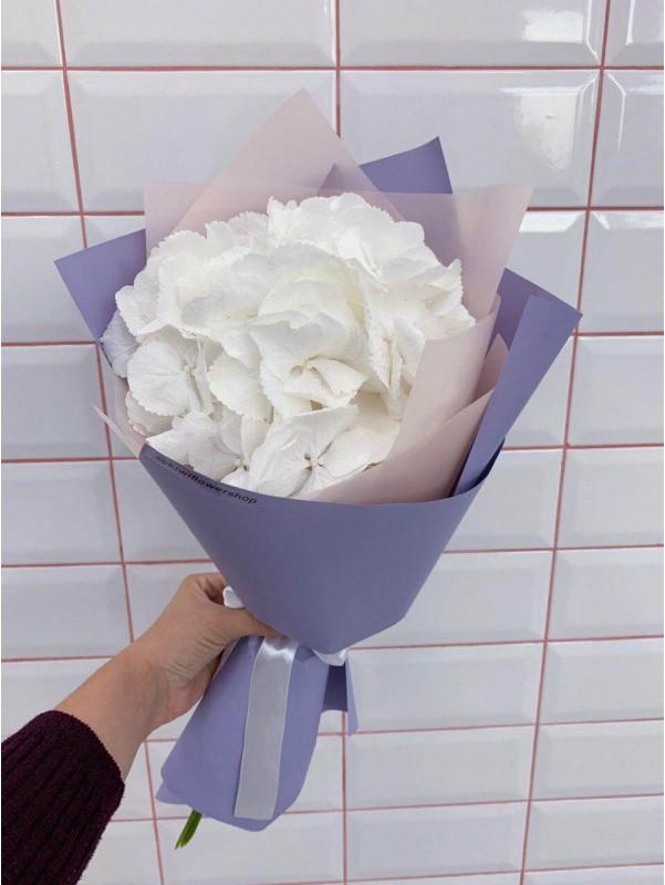 Букет-комплимент с гортензией 'Lilac kiss' от Kiwi Flower Shop