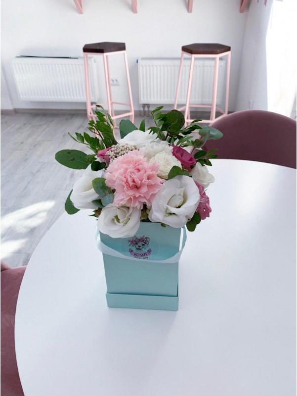 Комплимент в коробке | Цветы в коробке | Купить букет цветов в коробке в Киеве | Цена букета в коробке в Киеве от Kiwi Flower Shop