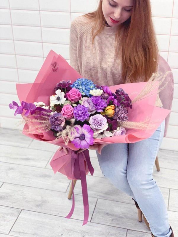 Авторский комбинированный букет 'Purple palette' от Kiwi Flower Shop