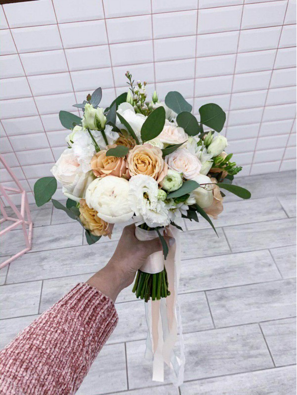 Свадебный букет 'Bride to be' от Kiwi Flower Shop