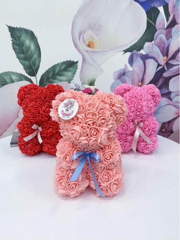 Милий ведмедик ручної роботи з фоаміранових (штучних) троянд від Kiwi Flower Shop