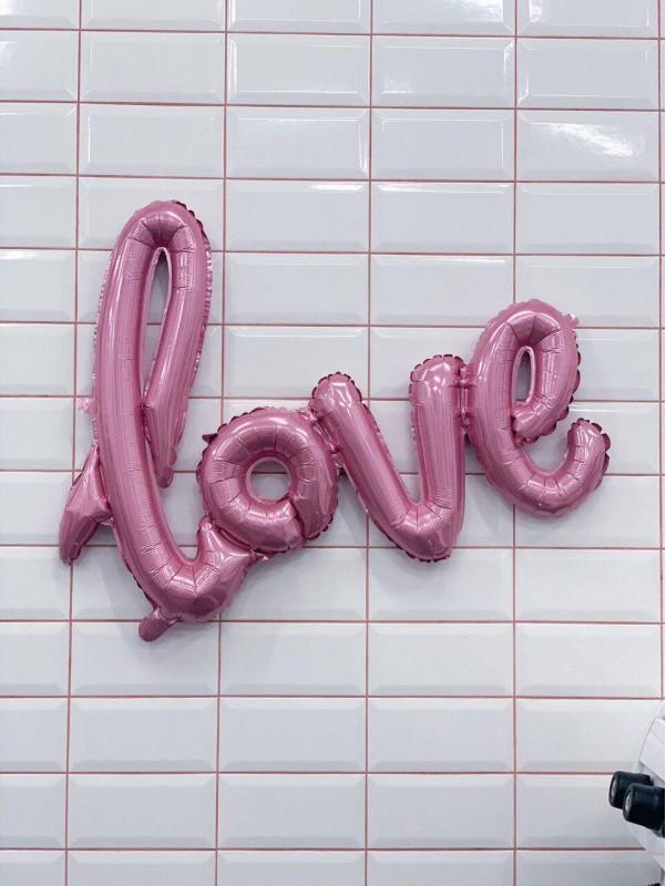 Фольгированная фигура 'Love' от Kiwi Flower Shop