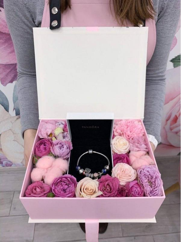 Квіткове оформлення подарунку 'Flower gift' від Kiwi Flower Shop