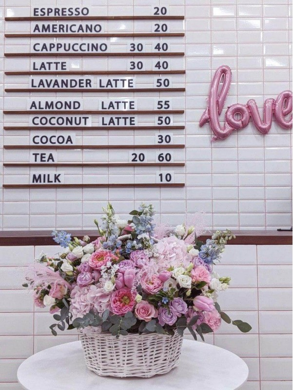 Квіткова композиція в кошику 'Summer memories' від Kiwi Flower Shop