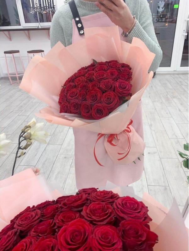 Букет з 35 червоних троянд від Kiwi Flower Shop