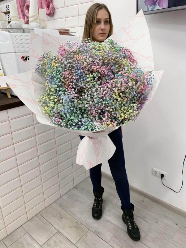 Моно букет из радужной гипсофилы в размере XXL от Kiwi Flower Shop