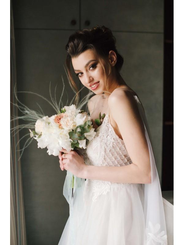 Весільний букет нареченої з піонами 'Невагомість' від Kiwi Flower Shop