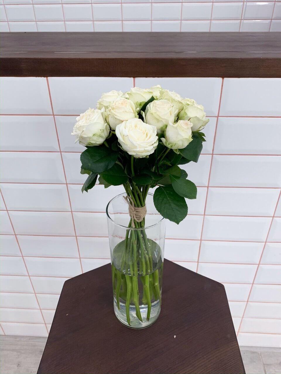 Букет троянд у вазі